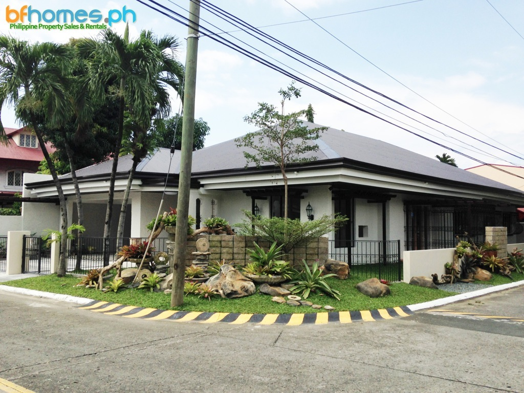 Newly Renovated corner Bungalow with 506 sqm Lot in BF Homes Excutive.