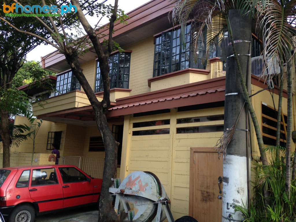 Well Maintain House with Attic for Rent in Ayala Alabang.