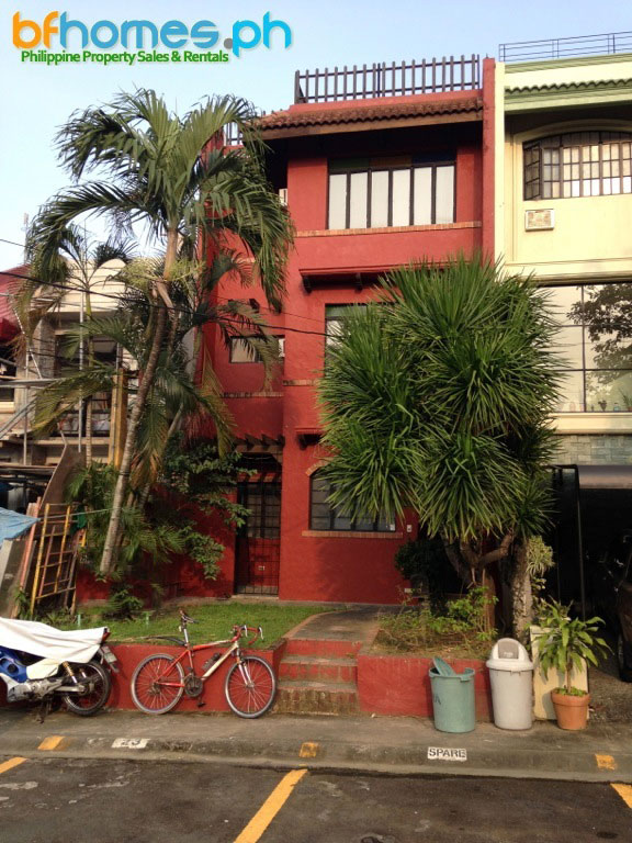 Ayala Alabang 3-storey spacious Mediterranean house for Rent.
