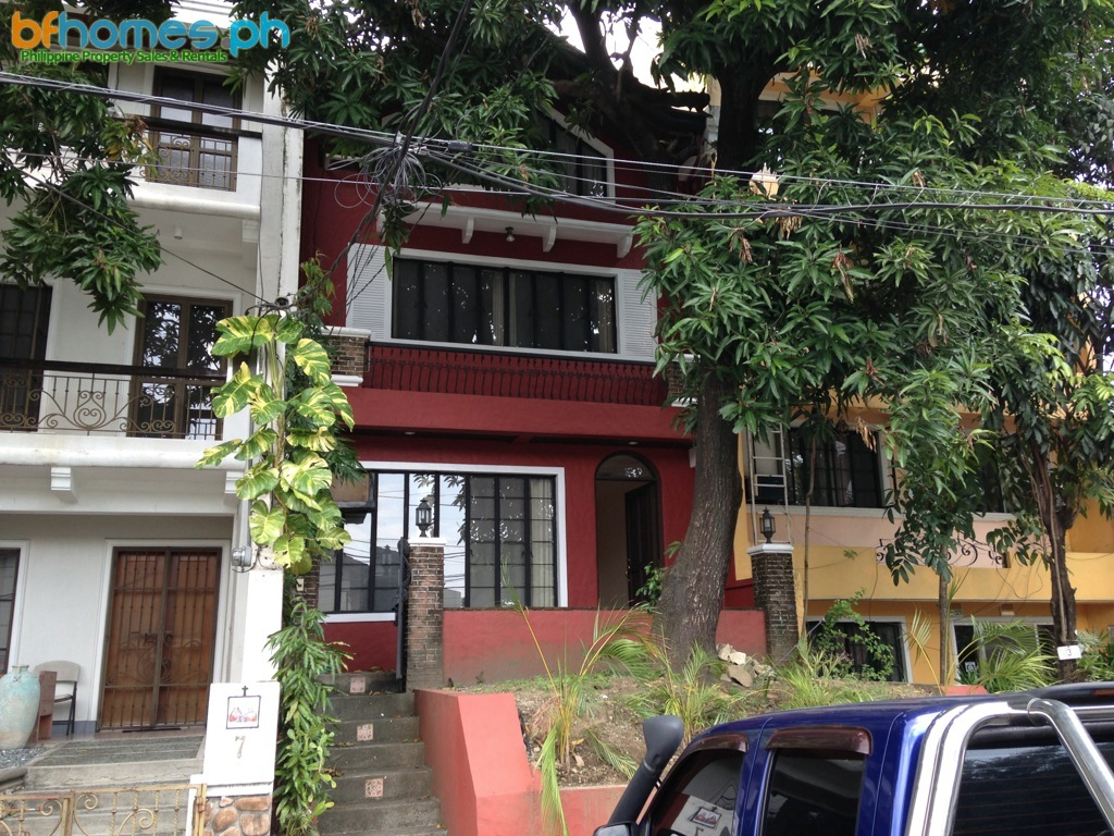 3 Story House for Rent in Ayala Alabang.