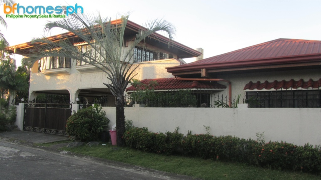2 Story Well Maintain corner house for Sale.