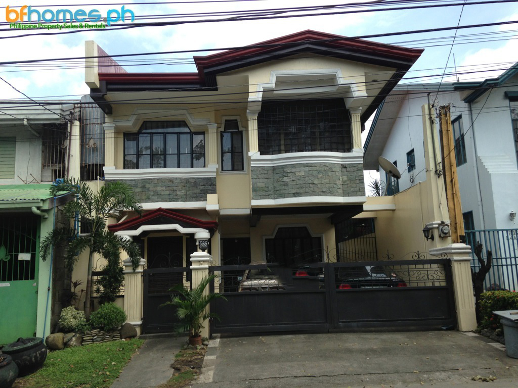 Properly Maintain 2-story House for Sale in BF Homes Las Pinas.