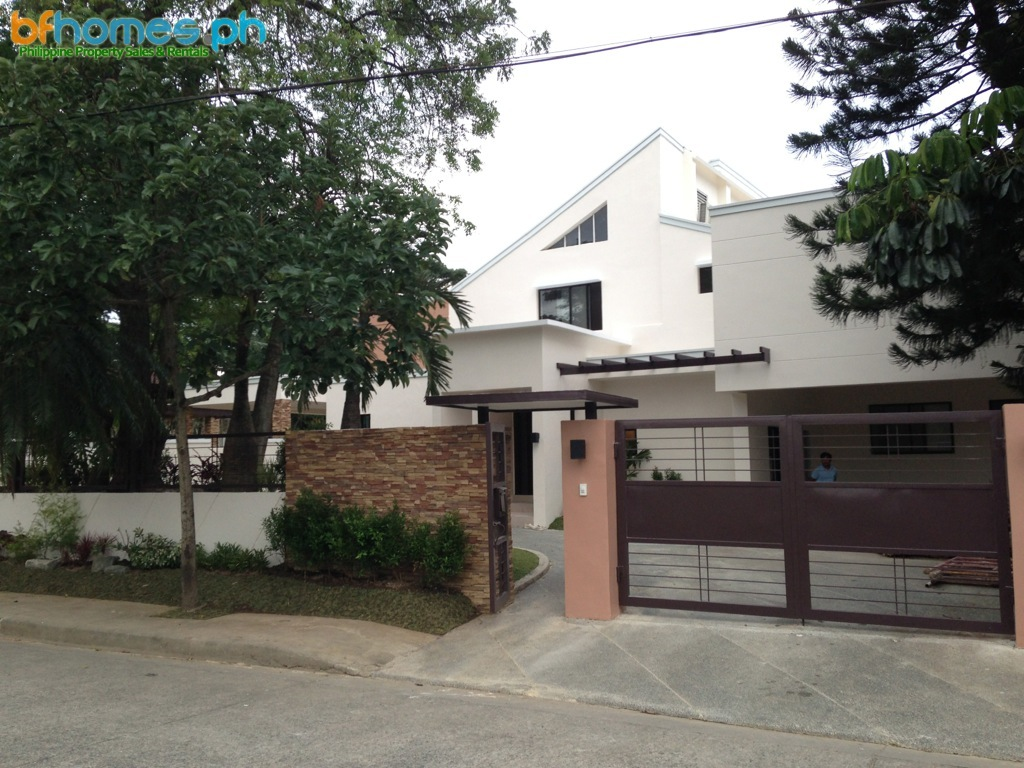 Massive Corner House with 2000sqm Lot Area for Rent in Ayala Alabang Village.