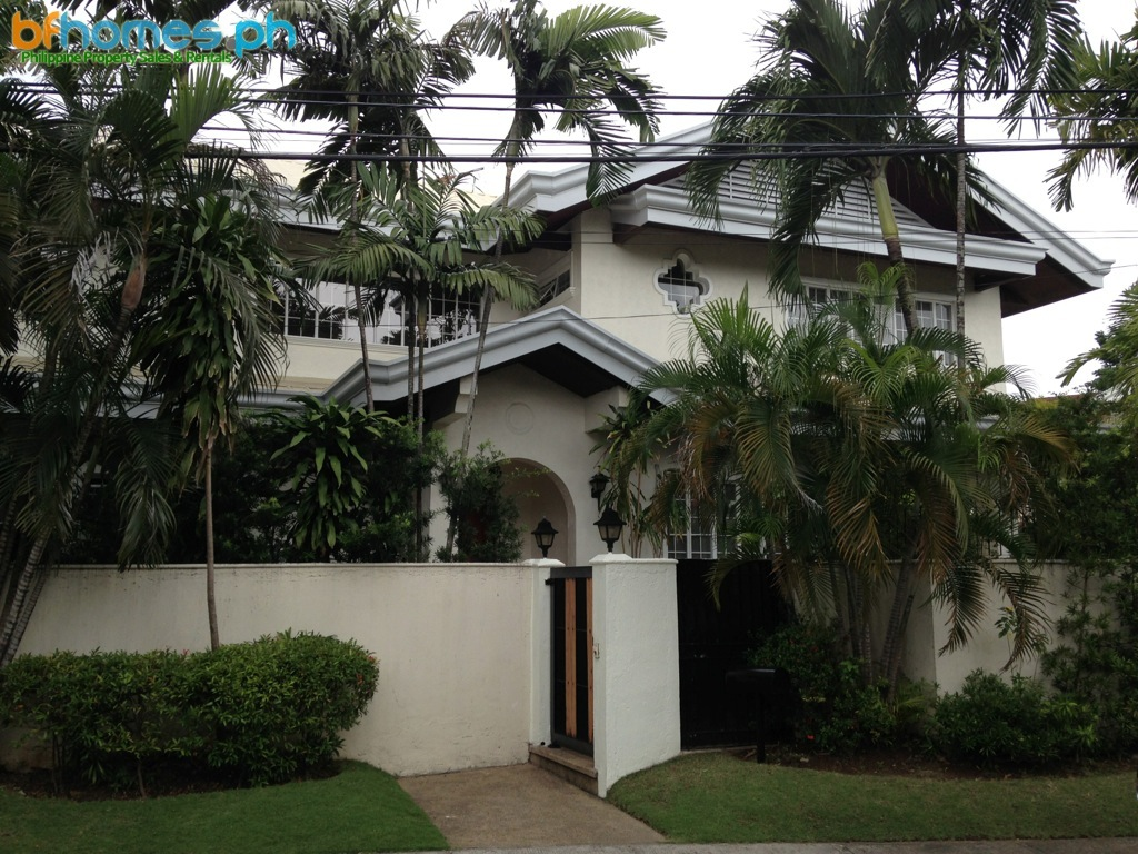 5 Bedroom House with Pool in Ayala Alabang for Rent.