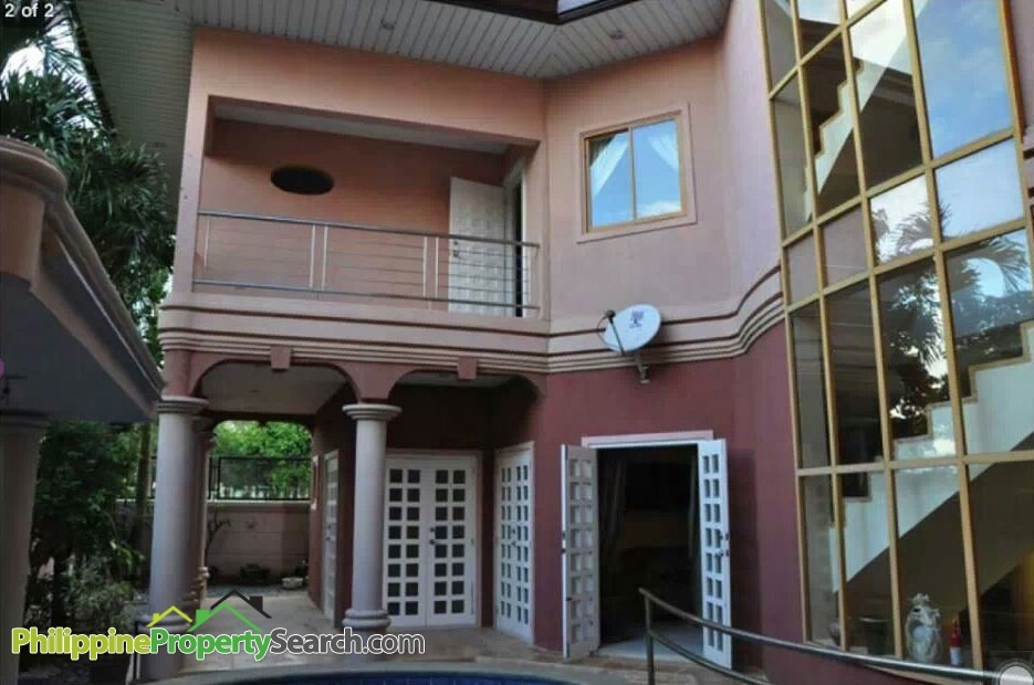 La Residencia House – Sta Rosa, 3 Storey House with Pool for Sale