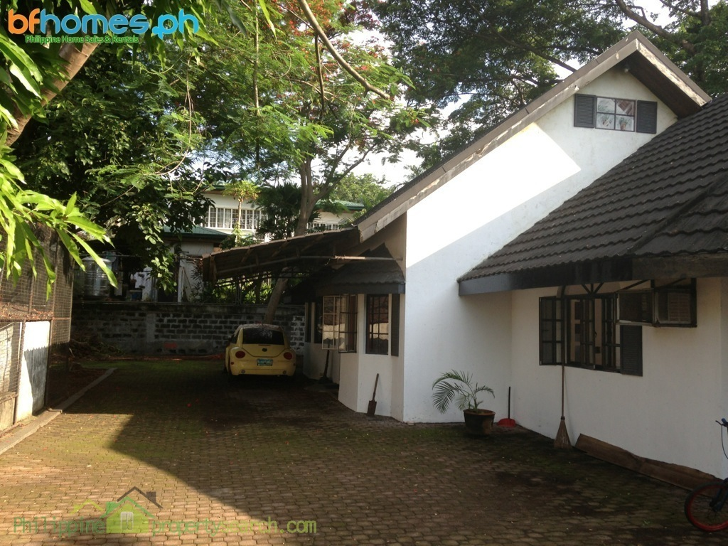 Old Bungalow House with pool in 920sqm Lot for Sale in Pacific Village