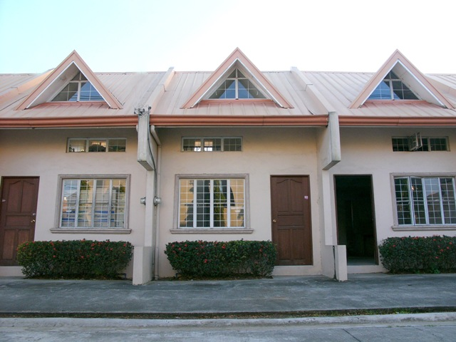 FOR SALE: Apartment / Condo / Townhouse Laguna > Other areas 1