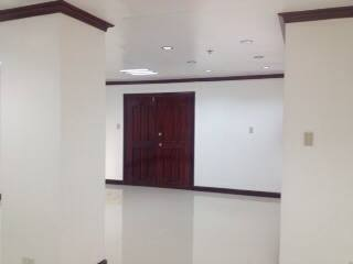 FOR SALE: Office / Commercial / Industrial Manila Metropolitan Area > Makati 7