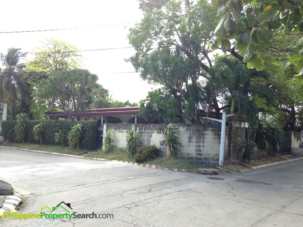 BF Homes Bungalow for Sale with 415sqm. lot area
