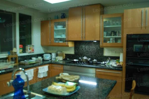 FOR SALE: Apartment / Condo / Townhouse Manila Metropolitan Area > Makati 2