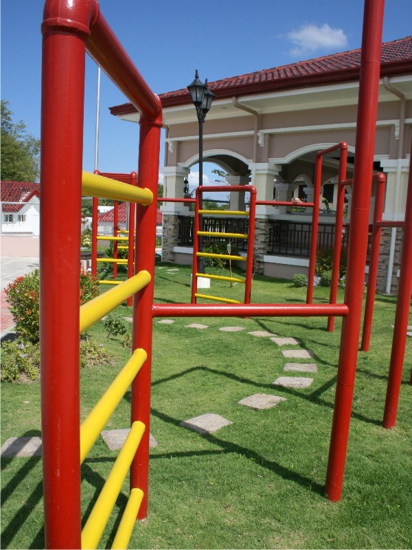 PLAY GROUND1