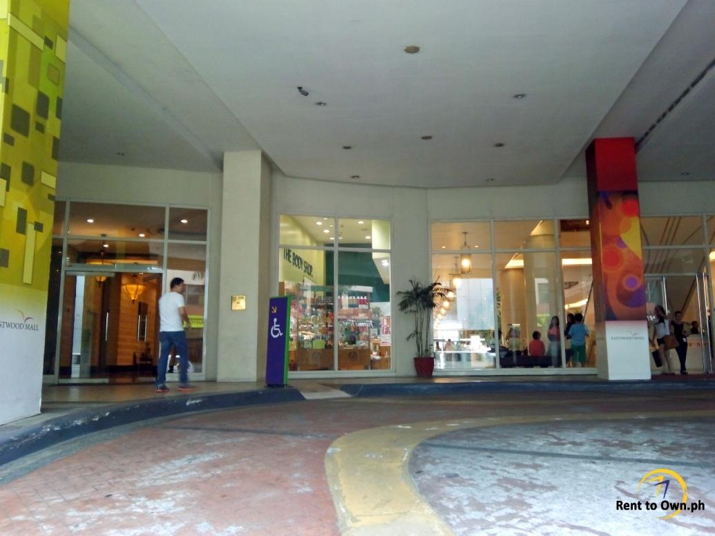 Building Entrance - http://www.renttoown.ph