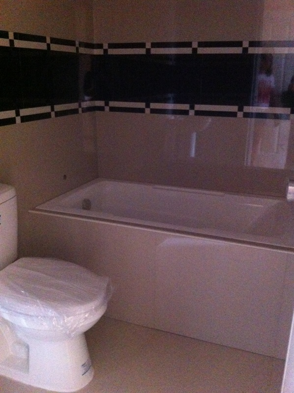 Toilet & Bath at MAster Bedroom, (option Bath Tub or Sliding )
