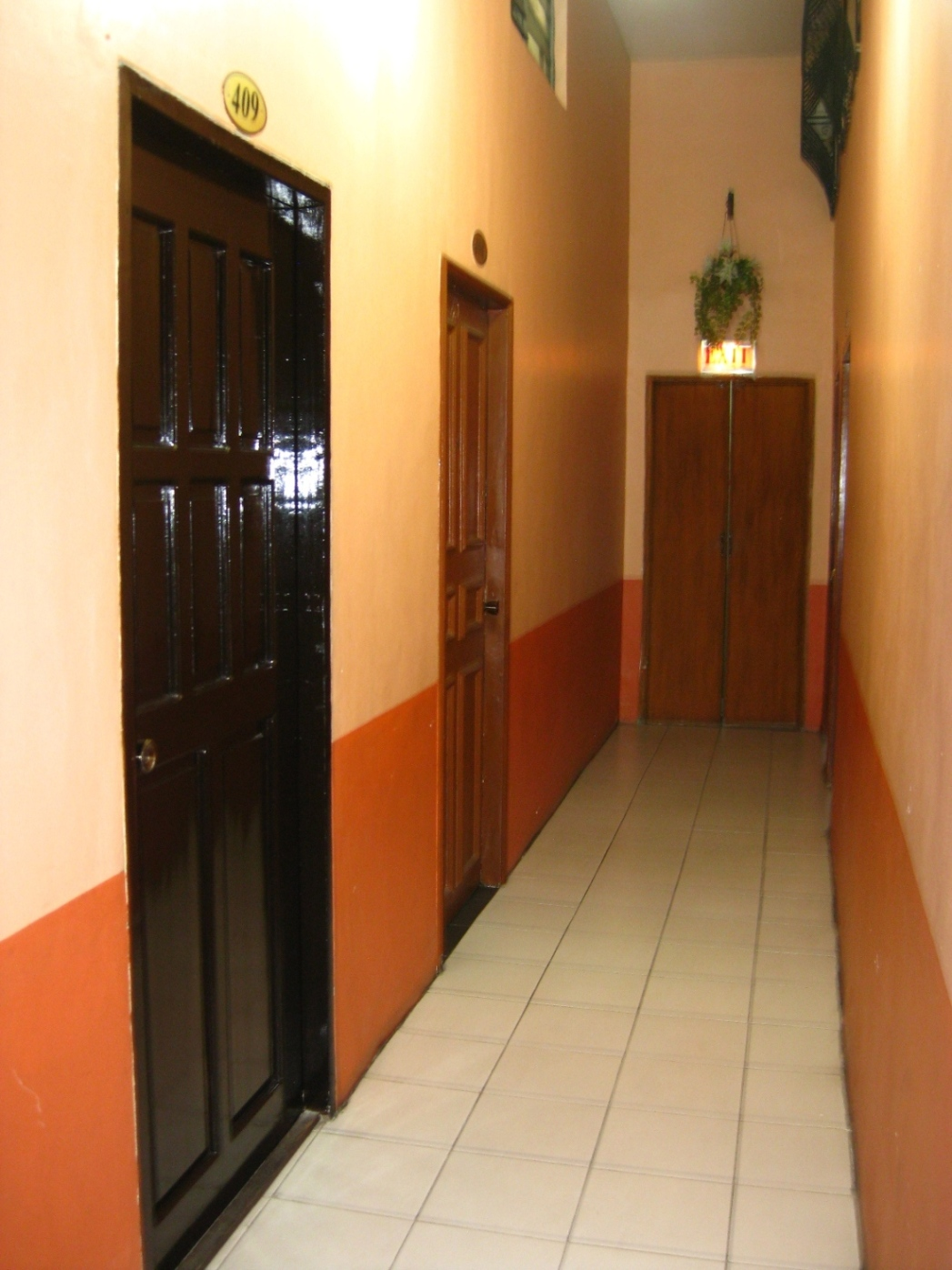 Hallway to Unit - http://www.renttoown.ph