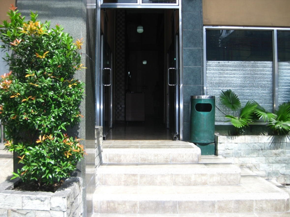 Building Entrance - http://www.renttoown.ph