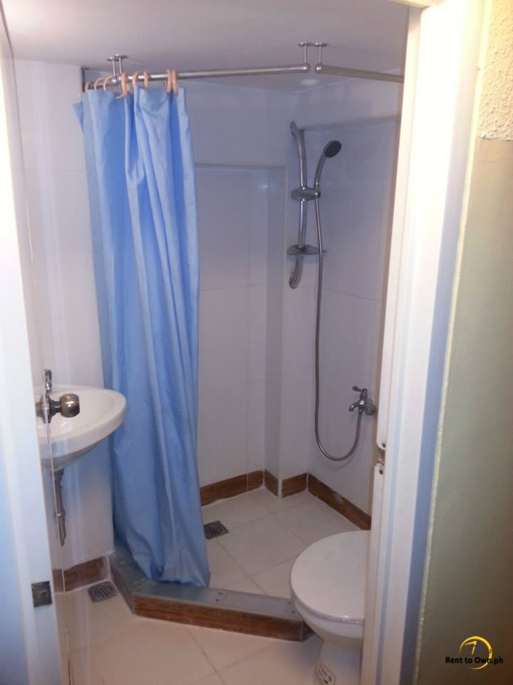 Shower Room - http://www.renttoown.ph