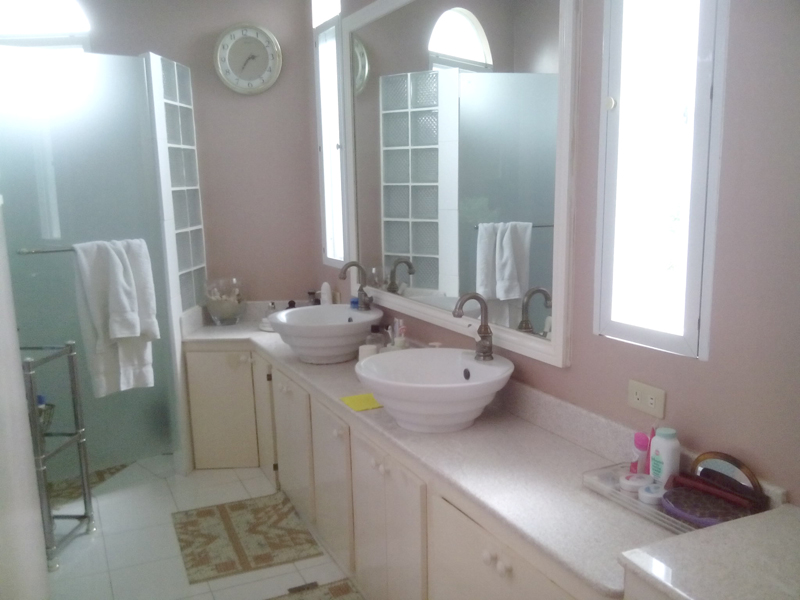 FOR SALE: House Batangas 5