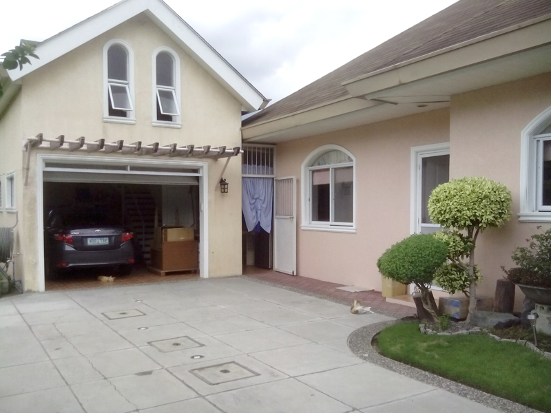 FOR SALE: House Batangas 8