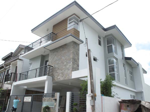 House in Pasig Area for Sale at 9.5M