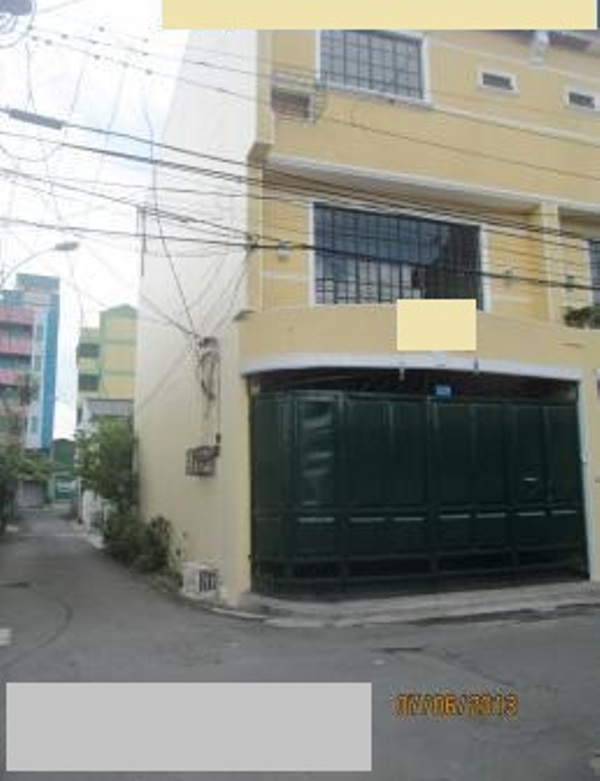 House and Lot in Project 6 Quezon City at 6M