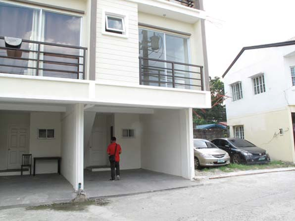 House in Tandang Sora at 2.650M