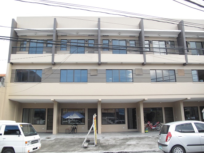 Townhouse for Sale in Proj. 8 6.6M