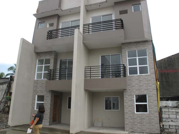 Townhouse in Tandang Sora at 4.5M