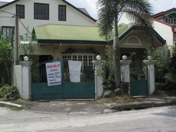 lassy Townhouse for Sale in Pasig Area at 4.1M