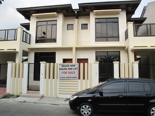 Townhouse Deluxe in Batasan Hills at 6M