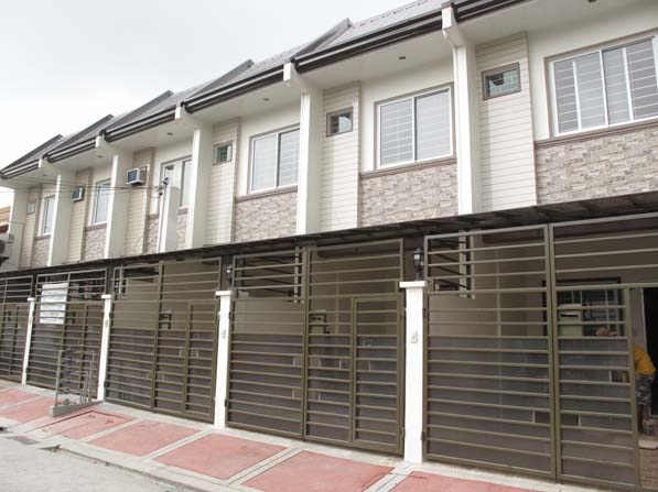 Townhouse near Mindanao Ave at 2.6M