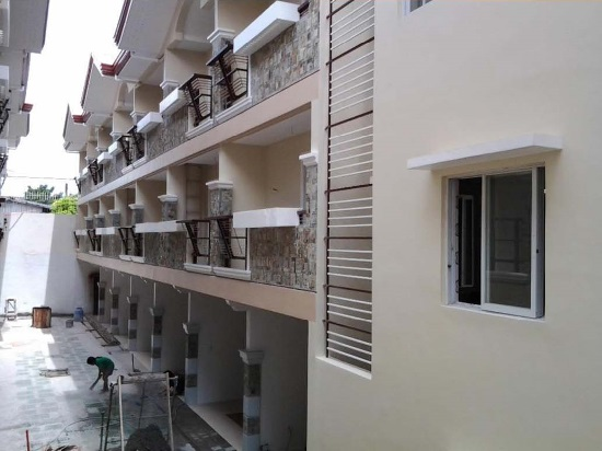 Townhouse in Cubao for Sale at 5.750M