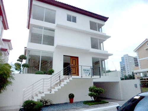 House and Lots for Sale - McKinley Hill Village Taguig
