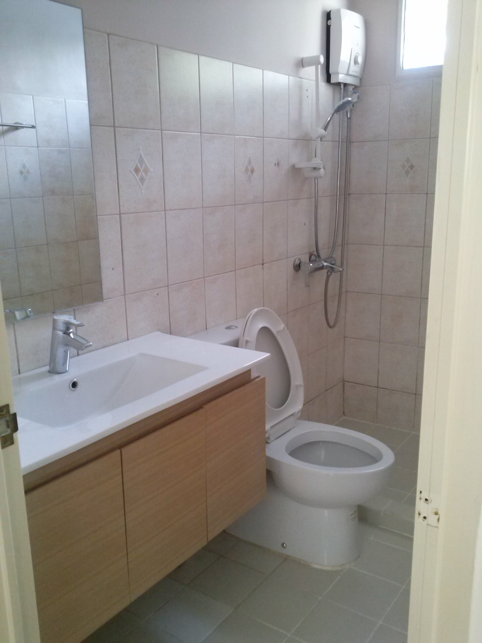 2nd Floor Toilet & Bath