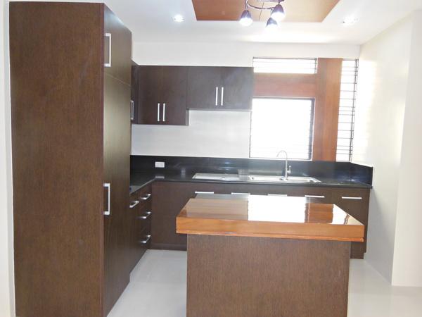 FOR SALE: House Pampanga > Angeles City 1