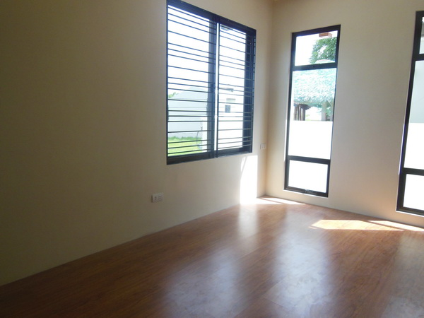 FOR SALE: House Pampanga > Angeles City 4