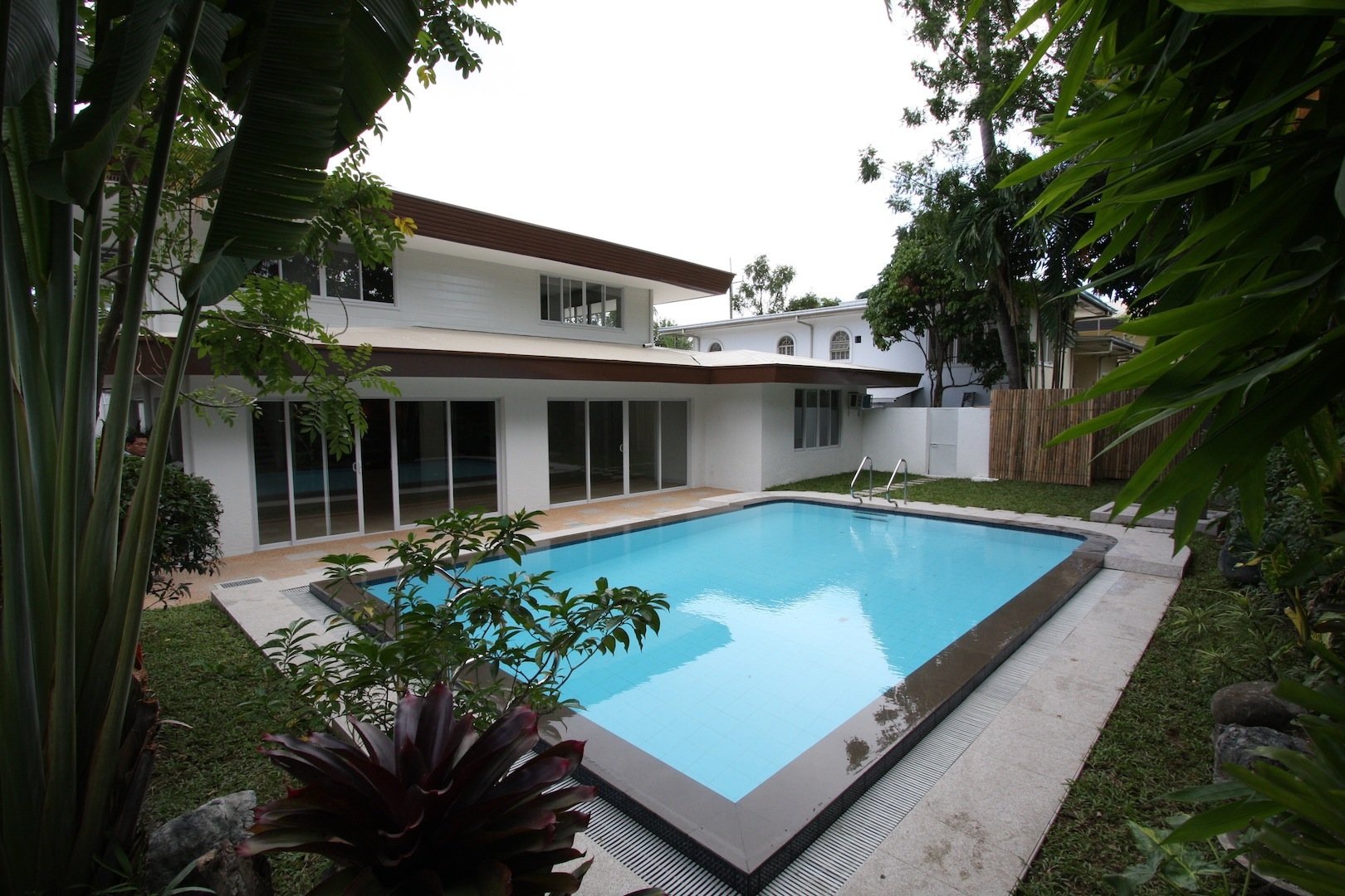 FOR RENT / LEASE: House Manila Metropolitan Area > Makati 1