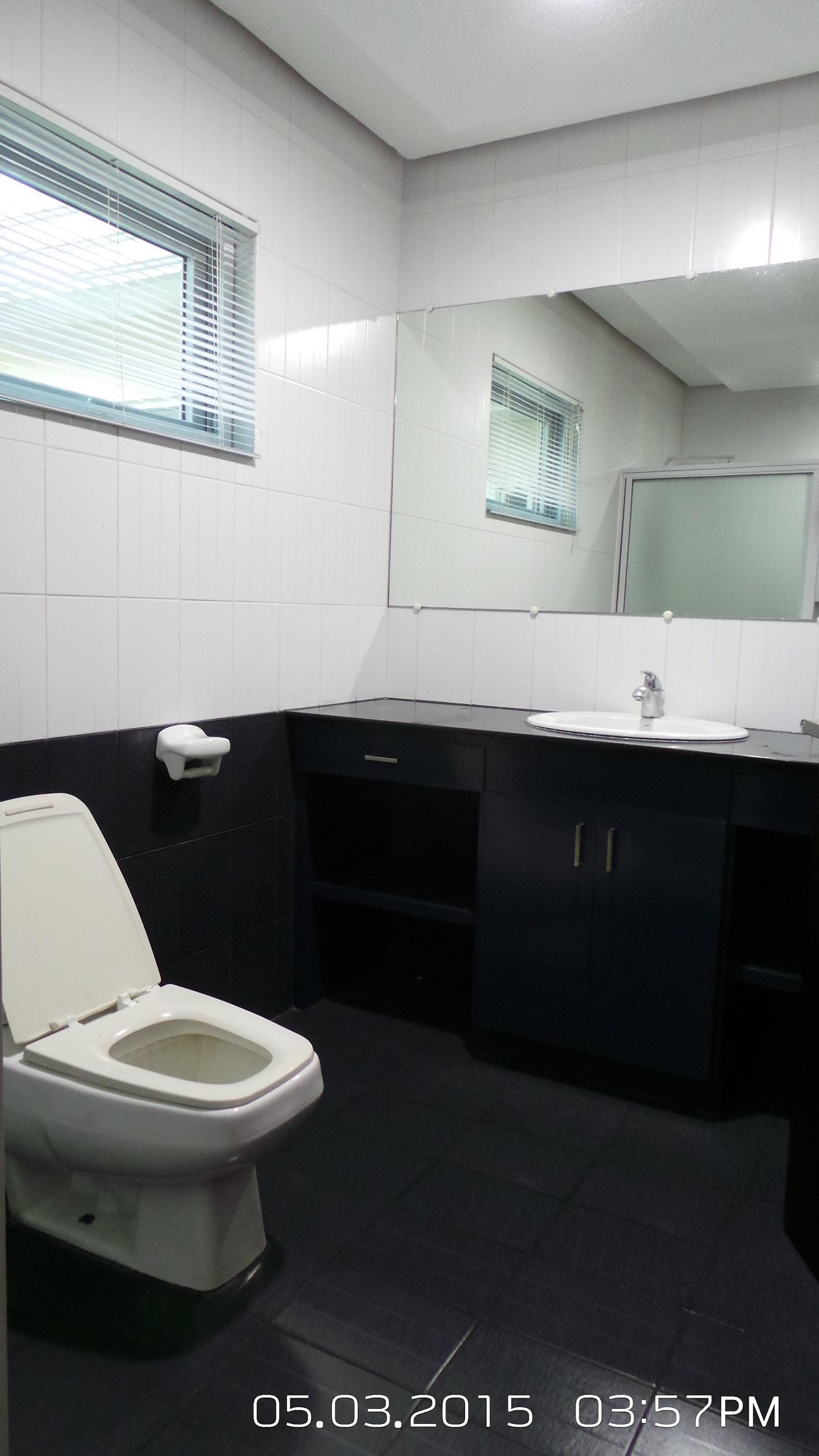 Master's Bedroom Toilet