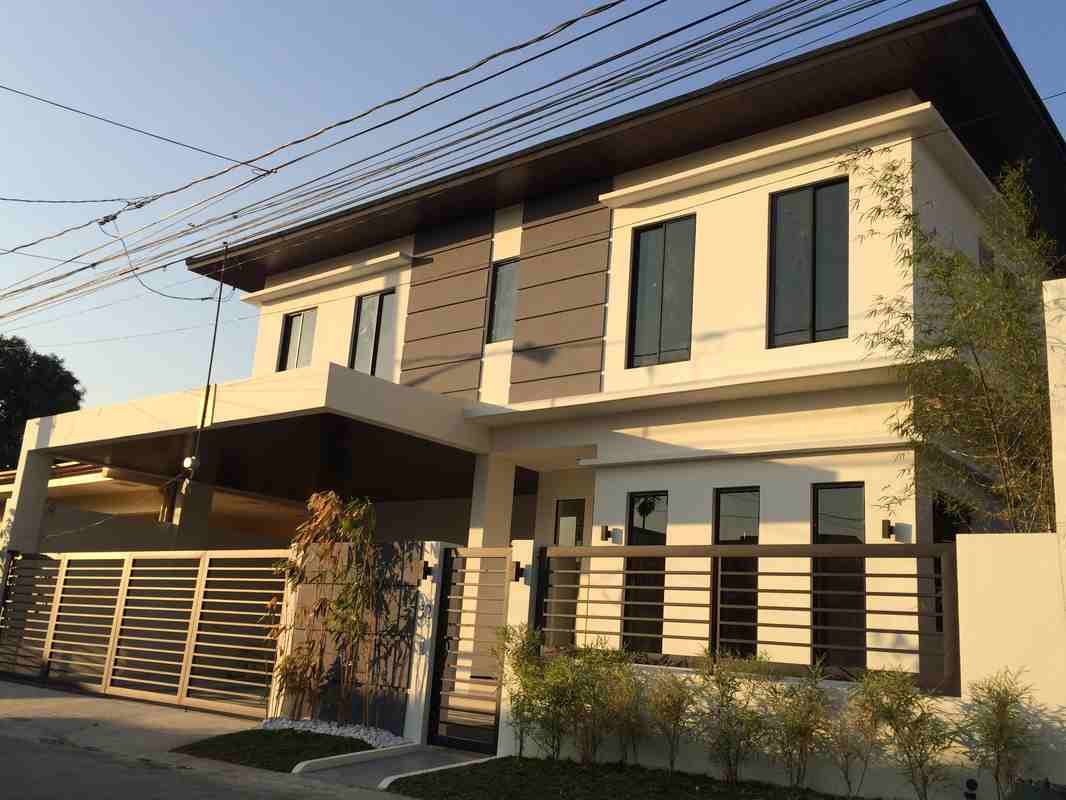 Merville Subdivision Paranaque Houses for Sale