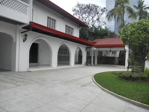 Urdaneta Village Makati Houses for Sale
