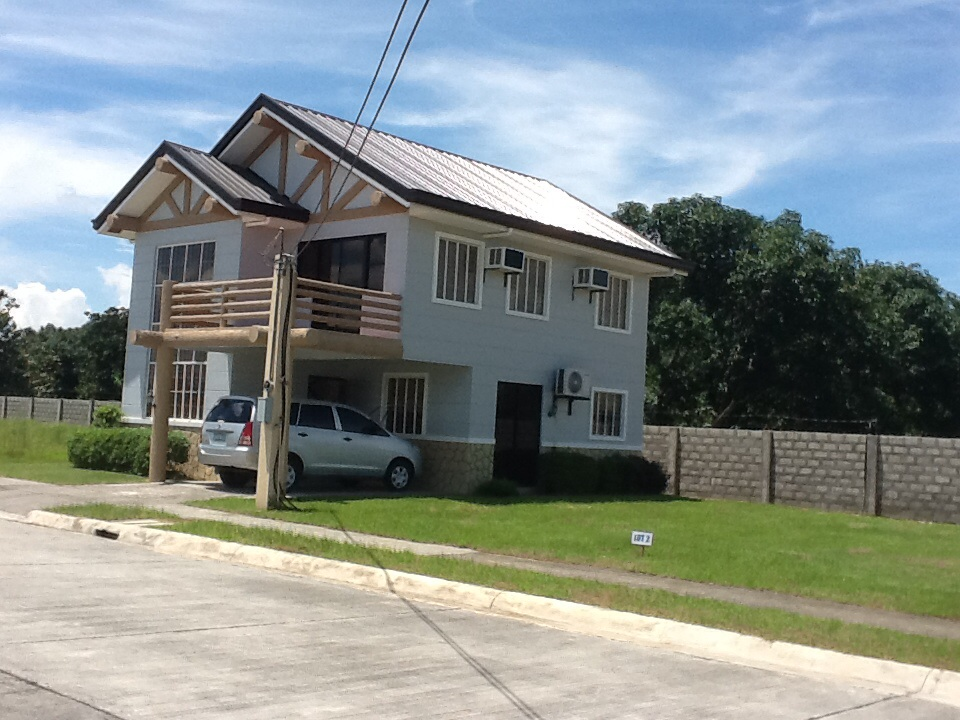 FOR SALE: House Tarlac 1