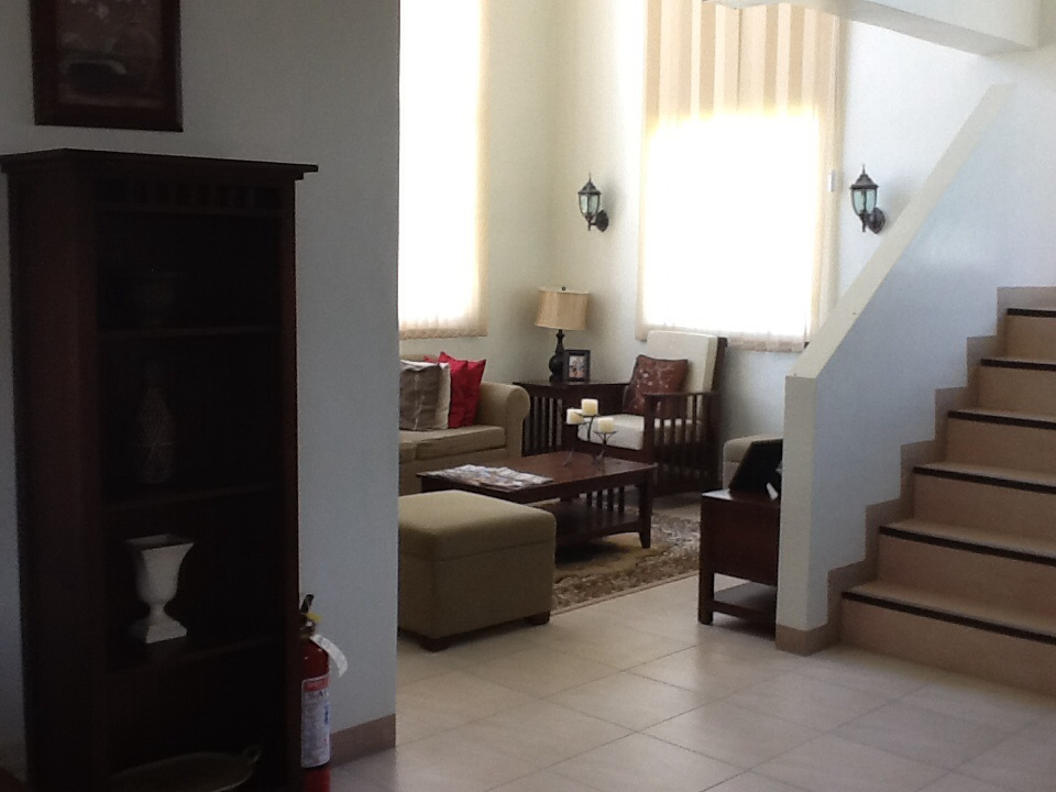 FOR SALE: House Tarlac 9