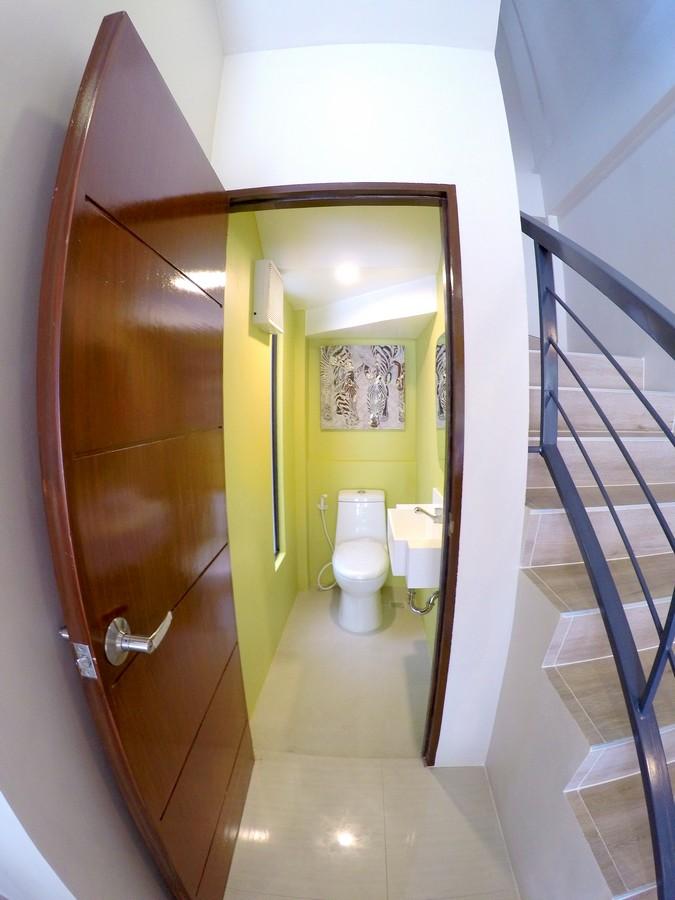 Toilet & Bath Common
