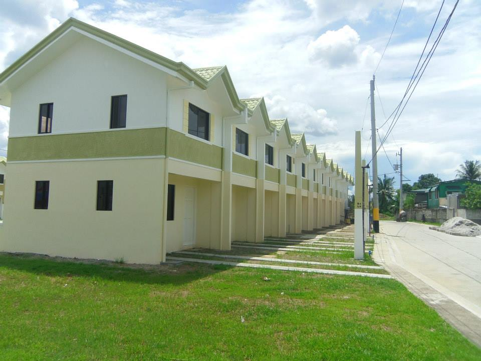 FOR SALE: Apartment / Condo / Townhouse Cavite > Bacoor 7