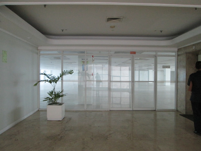 FOR RENT / LEASE: Office / Commercial / Industrial Manila Metropolitan Area > Makati 8