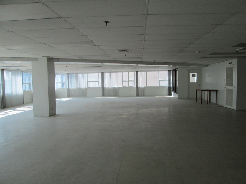 FOR RENT / LEASE: Office / Commercial / Industrial Manila Metropolitan Area > Makati 4
