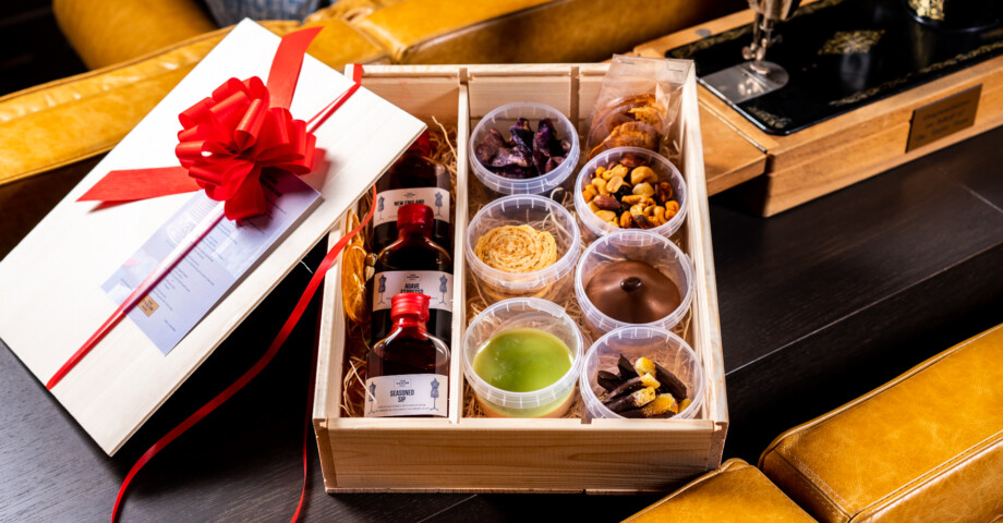 Flight & Bite Bespoke Cocktail box by Bar The Tailor