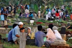 Bagaimana Hukum Ziarah Kubur Saat Bulan Ramadhan Dalam Islam?