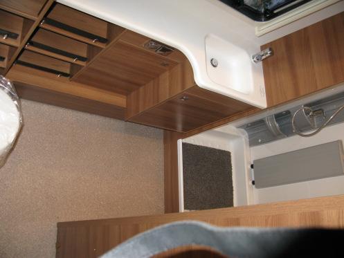 Dethleffs Nomad 560 RFT, Alde, taka wc/suihku