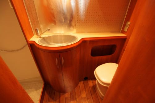 Hobby D 650 ES, taka wc/suihku, erillispedit