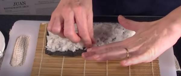 Posizionamento e Compattamento uniforme del Riso per Sushi